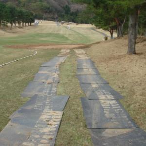 再生樹脂製軽量敷板「駐車場敷地マット」
